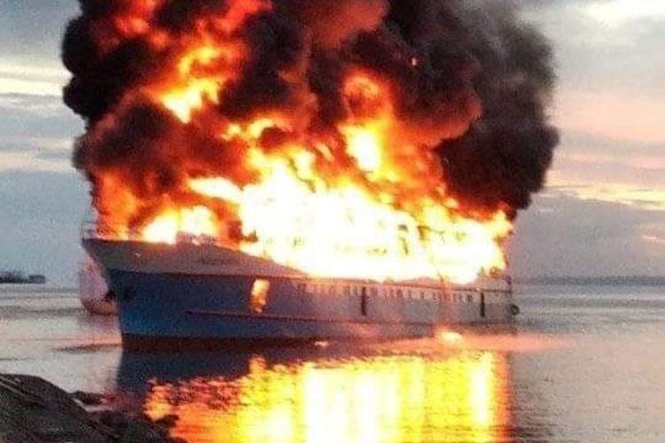 KMB Fajar Baru Terbakar di Pelabuhan Rakyat