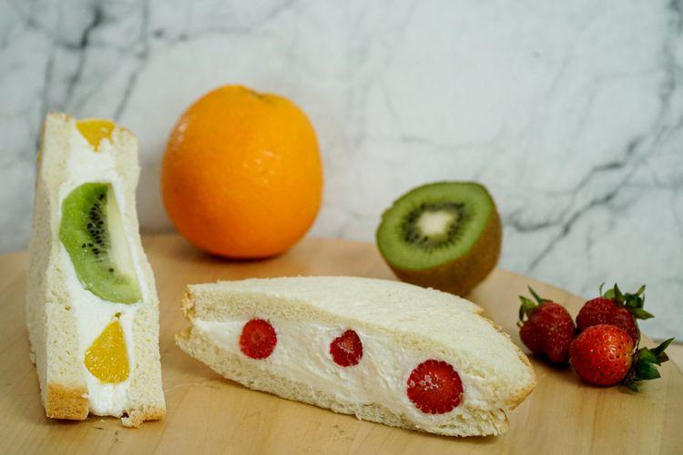 Fruit sando, roti lapis ala jepang
