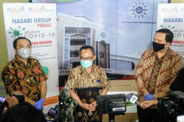 Nasari Group memberi donasi APD bagi tim medis untuk menangani wabah Covid-19 ke Pengurus Pusat (PP) Muhammadiyah, Jumat (1/5/2020).