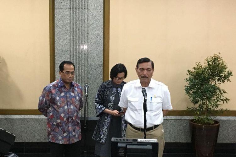 Menteri Perhubungan Budi Karya Sumadi, Menteri Keuangan Sri Mulyani Indrawati, serta Menko Kemaritiman Luhut Binsar Pandjaitan usai RKA Kemenhub tahun 2019, di Jakarta, Kamis (1/2/2018)