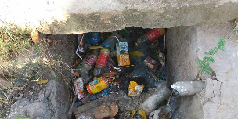 Sampah di Labuan Bajo, Kabupaten Manggarai Barat, Nusa Tenggara Timur, Rabu (28/3/2018).