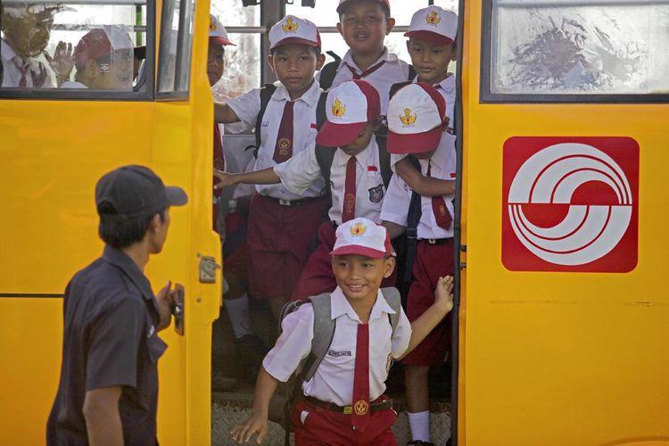 Bus sekolah Sinar Mas yang diperuntukkan bagi siswa di daerah pedalaman.