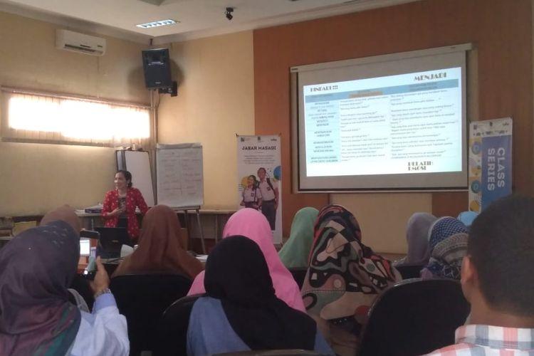 Puluhan guru mengikuti Class Series Jabar Masagi di Dinas Pendidikan Jawa Barat, Rabu (13/11/2019).