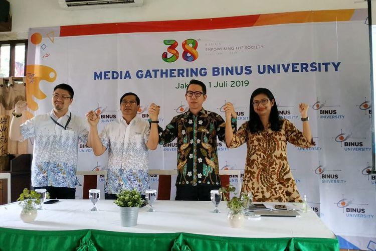 Pencapaian Binus masuk dalam peringkat QS University Rankings menjadi salah satu topik disampaikan dalam pertemuan bersama media (1/7/2019) dan bertepatan dengan ulang tahun Binus University ke-38 yang mengangkat tema Empowering the Society.