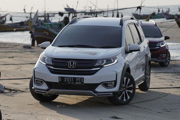 Honda BR-V saat memasuki kawasan pantai di daerah Rembang, Jawa Tengah