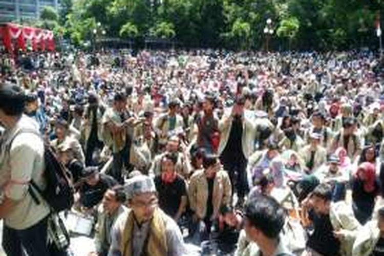 Ribuan mahasiswa saat mengelar aksi di Balairung UGM