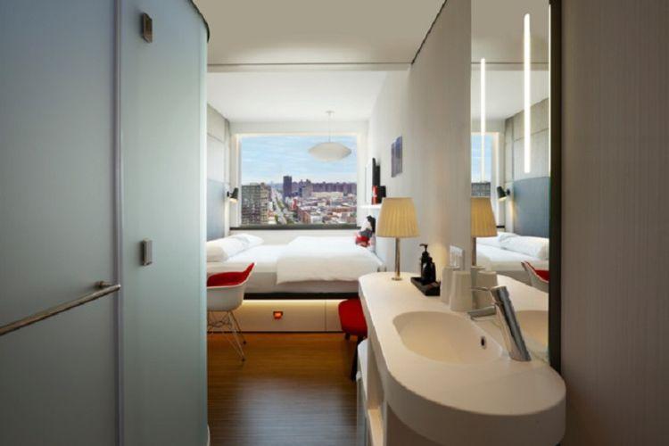 Komponen modular ini terdiri dari dua kamar yang terhubung dengan sebuah lorong kecil.