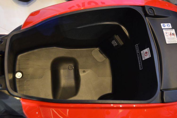 Letak soket pengisian daya ponsel di Honda Genio dipertanyakan.