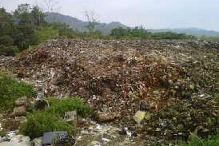 Tumpukan sampah di TPSA Cikundul, Lembursitu, Sukabumi, Jawa Barat, Selasa (10/5/2016).