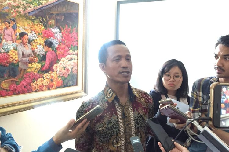 Peneliti Forum Masyarakat Peduli Parlemen (Formappi) Lucius Karus di Kantor Formappi, Jakarta Timur, Kamis (26/9/2019).