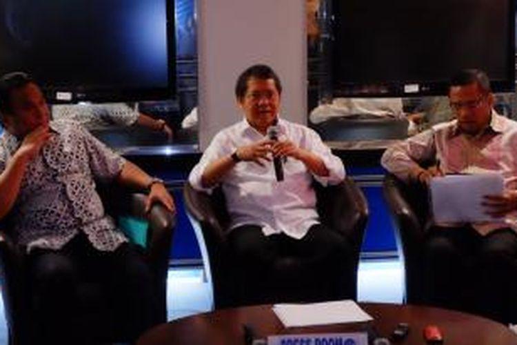Dari kiri ke kanan: Mendag Rachmat Gobel, Menkominfo Rudiantara dan Menperin Saleh Husin saat mengumumkan aturan TKDN perangkat 4G.