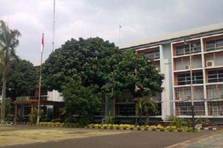 Suasana SMAN 3 Jakarta sepi setelah siswa kelas X IPA bernama Padian, Kamis (3/7/2014) dini hari meniggal setelah mengikuti kegiatan pecinta alama Sabhawana.
