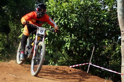 Atlet Sepeda Khoiful Mukhib Juara Seri Ketiga Indonesian Downhill 2019