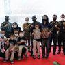 Wali Kota Surabaya Serahkan Dokumen Kependudukan dan Bantuan kepada Keluarga 16 Kru KRI Nanggala-402