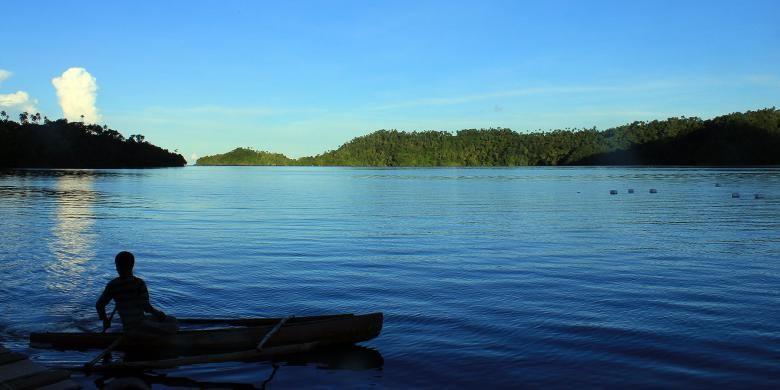 Ketenangan air laut di beberapa tempat di Kabupaten Kepulauan Sangihe, Sulawesi Utara, membuat daerah ini menjadi lokasi wisata bahari yang potensial dikunjungi wisatawan.