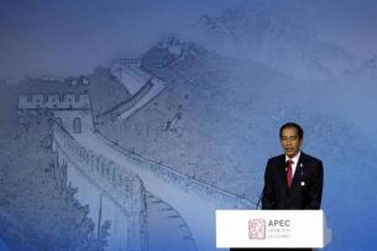Presiden Joko Widodo (Jokowi) menyampaikan pidato di depan para delagasi APEC CEO Summit, di China National Convention Center di Beijing, 10 November 2014.