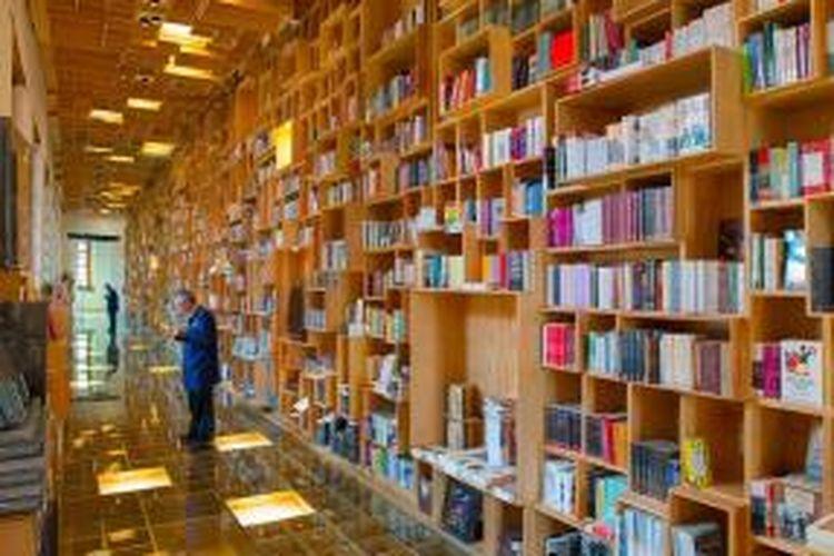 La Ciudadela, perpustakaan yang dilengkapi dengan perpustakaan khusus anak, toko buku, dan area publik yang bisa digunakan untuk berbagai keperluan.
