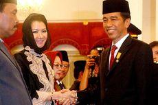 Rita Terima Satyalancana Karya Bhakti Praja Nugraha dari Jokowi