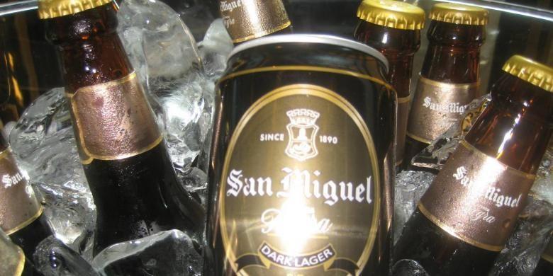 Bir San Miguel Cerveza Negra produksi PT Delta Djakarta Tbk.