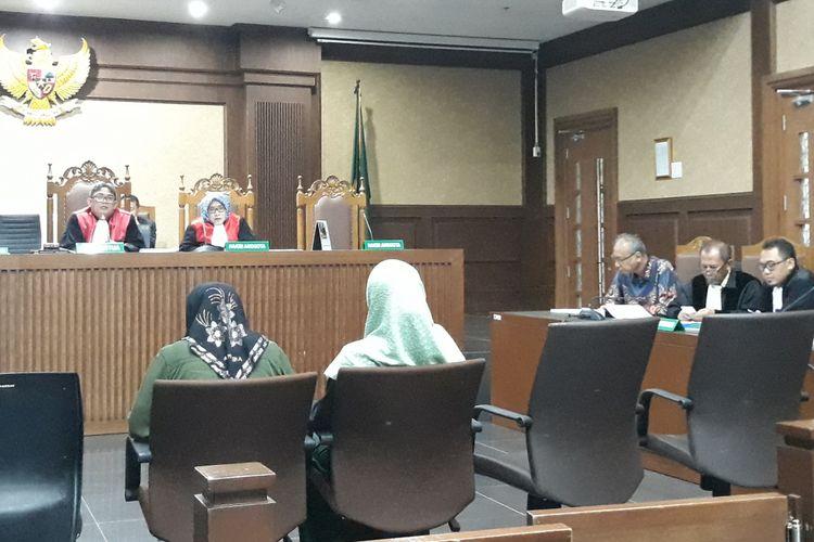 Perawat Rumah Sakit Medika Permata Hijau bersaksi di Pengadilan Tipikor Jakarta, Senin (2/4/2018).
