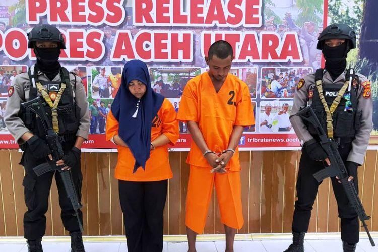 Dua tersangka pembunuhan terhadap Jazuli (34) pedagang es campur warga Desa Ujong Kulam, Kecamatan Matangkuli, Aceh Utara, tertunduk lemas di Mapolres Aceh Utara, Jumat (25/1/2019).