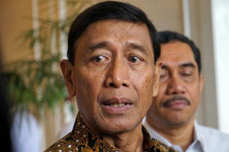 Menko Polhukam Wiranto saat ditemui usai menghadiri acara sarasehan Badan Nasional Penanggulangan Terorisme, di kawasan Kuningan, Jakarta Selatan, Kamis (16/2/2017).