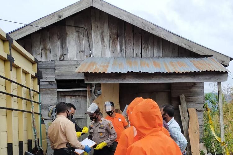 Suasana di Kampung Karang Rejo, Kecamatan Bukit, Kabupaten Bener Meriah, Aceh, usai ditemukannya seorang perempuan yang tewas dalam keadaan tergantung dengan seutas tali di samping truk suaminya.