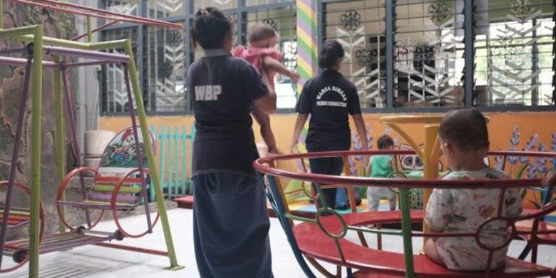 Di Lapas Perempuan Malang kini ada 12 ibu dengan balita dan ada satu narapidana perempuan lain yang sedang hamil.