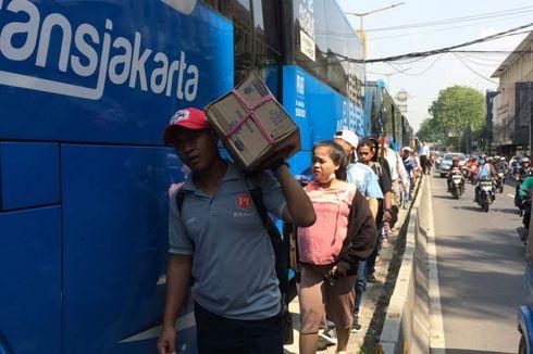 Petugas Transjakarta Demo, Penumpang Disuruh Turun di Tengah Jalan