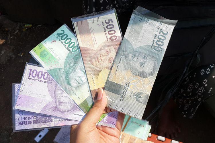 Banyak calo yang melakukan transaksi penukaran uang rupiah keluaran tahun emisi 2016