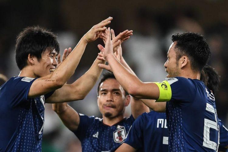 Para pemain timnas Jepang merayakan kemenagan 3-0 atas Iran dalam laga semifinal Piala Asia 2019 di Stadion Hazza Bin Zayed, Senin (28/1/2019).