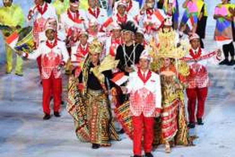 Kostum Indonesia saat defile pembukaan Olimpiade 2016, Jumat (5/8/2016).
