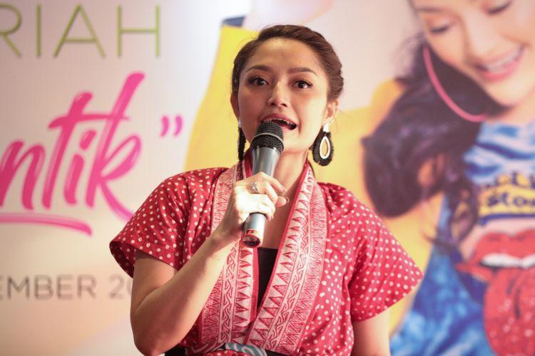 Siti Badriah hadir dalam acara peluncuran album Lagi Syantik di sebuah restoran masakan cepat saji di kawasan Cideng, Jakarta Pusat, Kamis (6/8/2018).