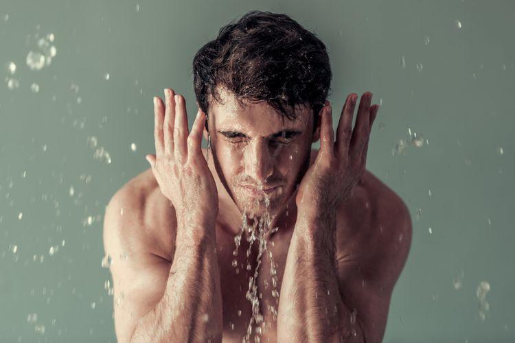 Ilustrasi mencuci muka