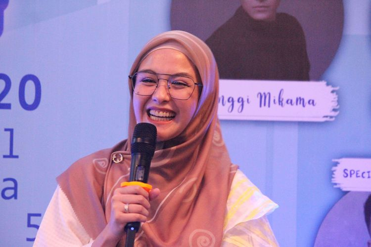 Revalina S. Temat mengisi workshop brand hijab revalinastory dalam acara Simply Pop Up Market di Exhibition Hall, Grand Indonesia, Jakata, Sabtu (7/3/2020).