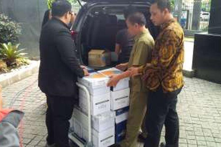 Tumpukkan berkas pleidoi atau nota pembelaan Jessica Kumala Wongso, dikeluarkan tim kuasa hukum menjelang sidang lanjutan kasus kematian Wayan Mirna Salihin di Pengadilan Negeri Jakarta Pusat, Kamis (13/10/2016).