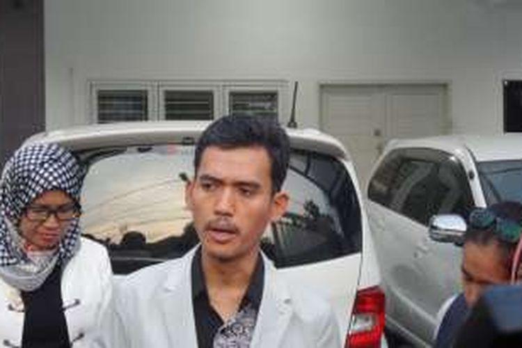 Ketua KPAI Asrorun Ni'am Sholeh mendatangi kediaman artis peran Risty Tagor, di Jalan Bima Raya, Pesanggrahan, Jakarta Selatan pada Selasa (12/4/2016).