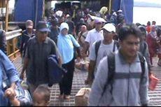 Warga Cari Anggota Keluarga, Posko Korban KM Titian Muhibah Dibuka