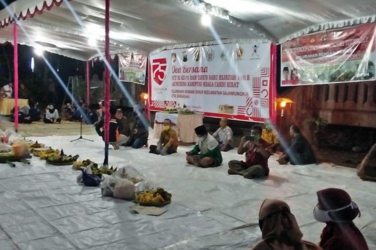 Warga Bendan Duwur gelar tumpengan pada malam satu Suro di pelataran bangunan padepokan Gunung Talang, Rabu (19/8/2020).