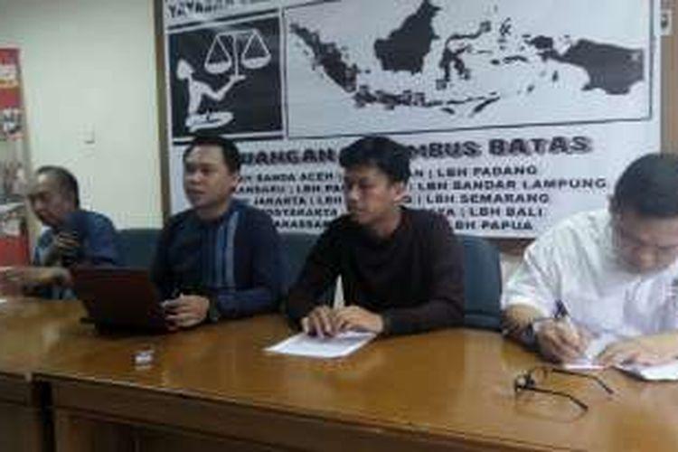 Aliansi Orang Tua Korban Vaksin Palsu bersama dengan Komisi untuk Orang Hilang dan Korban Tindak Kekerasan (Kontras) dan Yayasan Lembaga Bantuan Hukum Indonesia (YLBHI) menuntut kepastian hukum terkait hak atas kesehatan, Sabtu (13/8/2016).