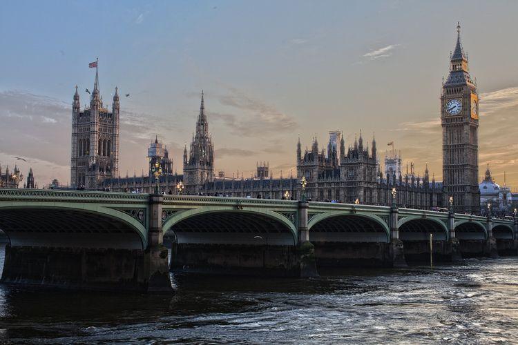 London sebagai kota yang cocok dikunjungi saat berpergian sendiri karena pelancong dapat dengan mudah berinteraksi dengan orang-orang di kota ini.