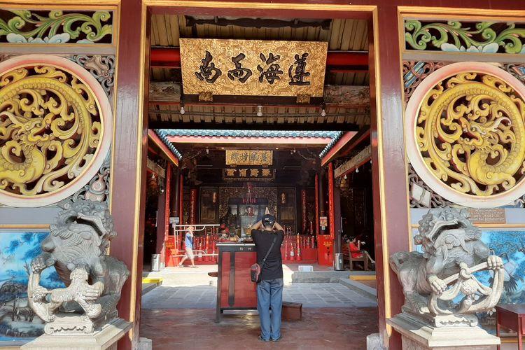 Pintu masuk Klenteng Tay Kak Sie Semarang