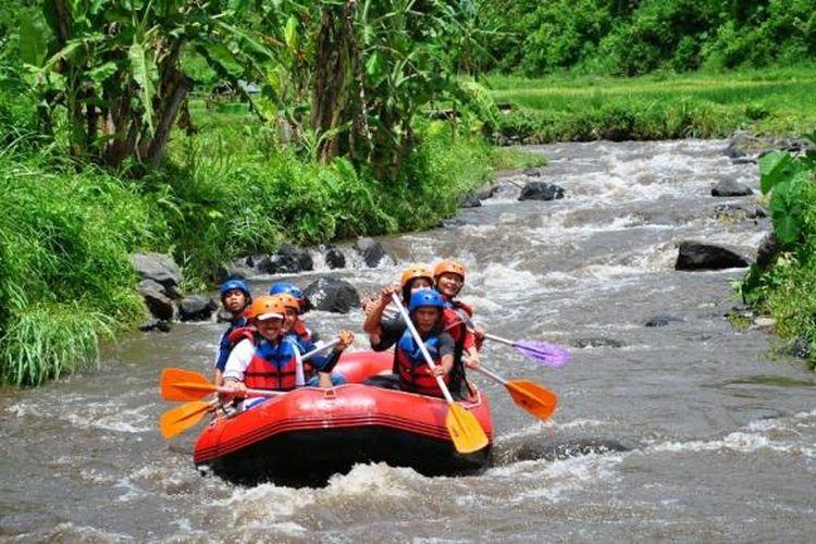 Rafting di Sungai Badeng, Banyuwangi