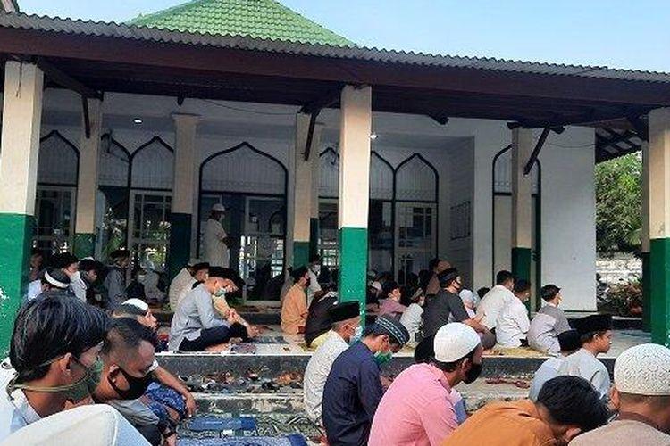 Shalat Idulfitri 1442 H di Masjid Al Karim, Tangerang, Kamis (13/5/2021)