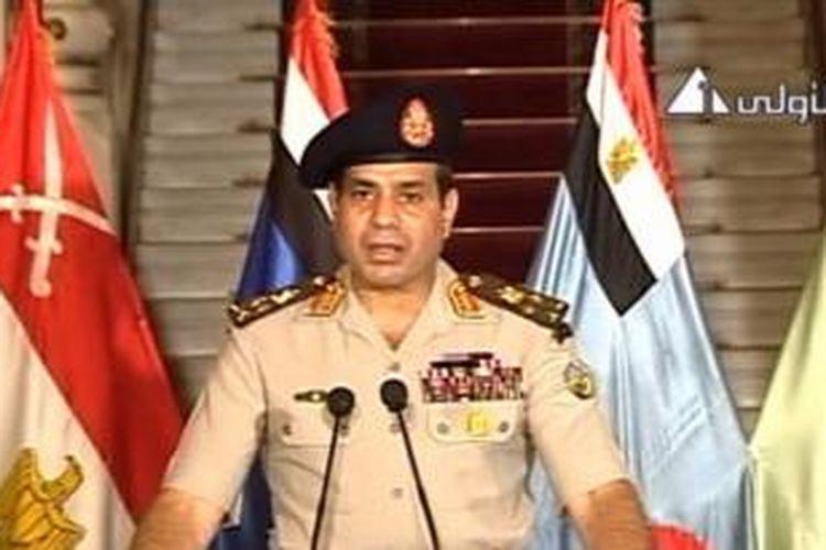 Foto dari rekaman video menunjukkan Letjen Abdel-Fattah el-Sissi berbicara di depan televisi, 3 Juli 2013. Militer Mesir menggulingkan Presiden Mesir Muhammad Mursi. Ketua MA Mesir ditunjuk sebagai pemimpin sementara.