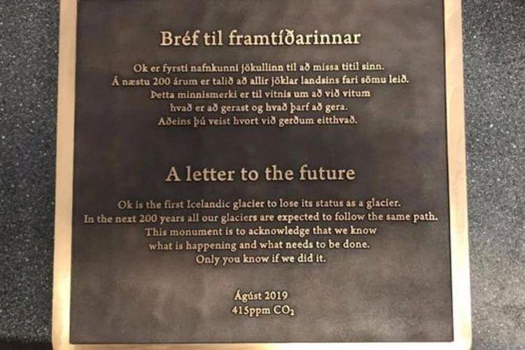 Ilmuwan, negarawan dan masyarakat Islandia baru-baru ini memasang plakat peringatan di gletser Okjökull yang kehilangan lapisan es dan statusnya sebagai gletser akibat pemanasan global oleh aktivitas manusia.