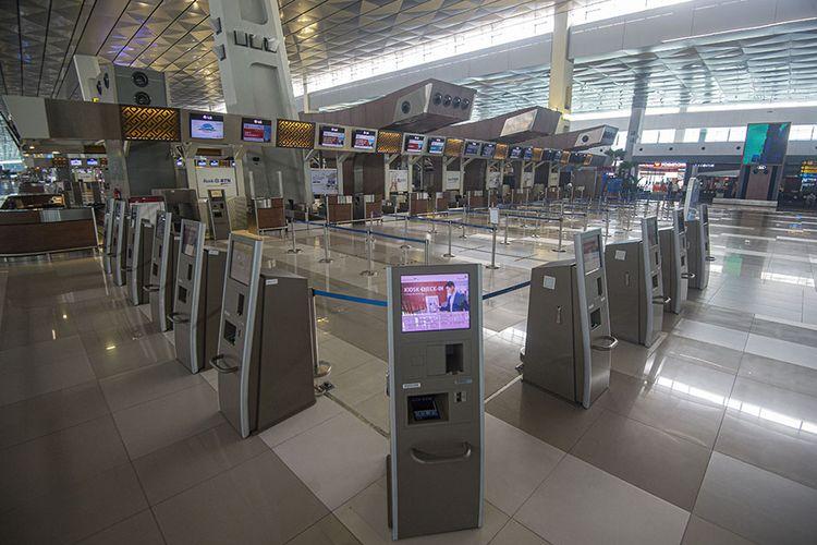 Suasana Terminal 3 Bandara Internasional Soekarno-Hatta terpantau sepi penumpang di Tangerang, Banten, Kamis (9/7/2020). Meski penerbangan telah kembali dibuka dengan persyaratan  seperti penumpang harus dengan memiliki hasil rapid atau PCR test negatif COVID-19, suasana di Bandara Soekarno Hatta masih terpantau sepi.