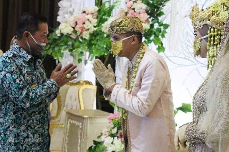 Wali Kota Serang Syafrudin saat simulasi pelaksanaan resepsi pernikahan
