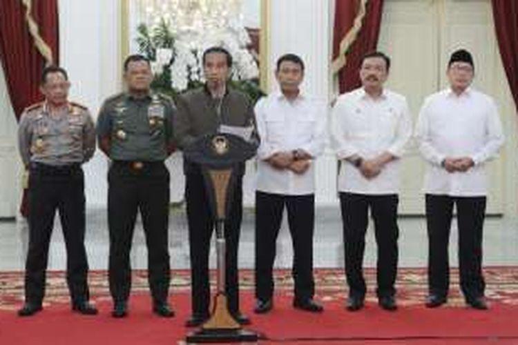 Presiden Joko Widodo saat memberikan pernyataan terkait demo 4 November 2016 di Istana Merdeka, Sabtu (5/11/2016).