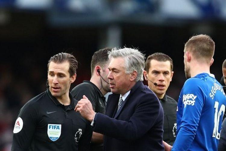Carlo Ancelotti dalam laga Everton vs Manchester United